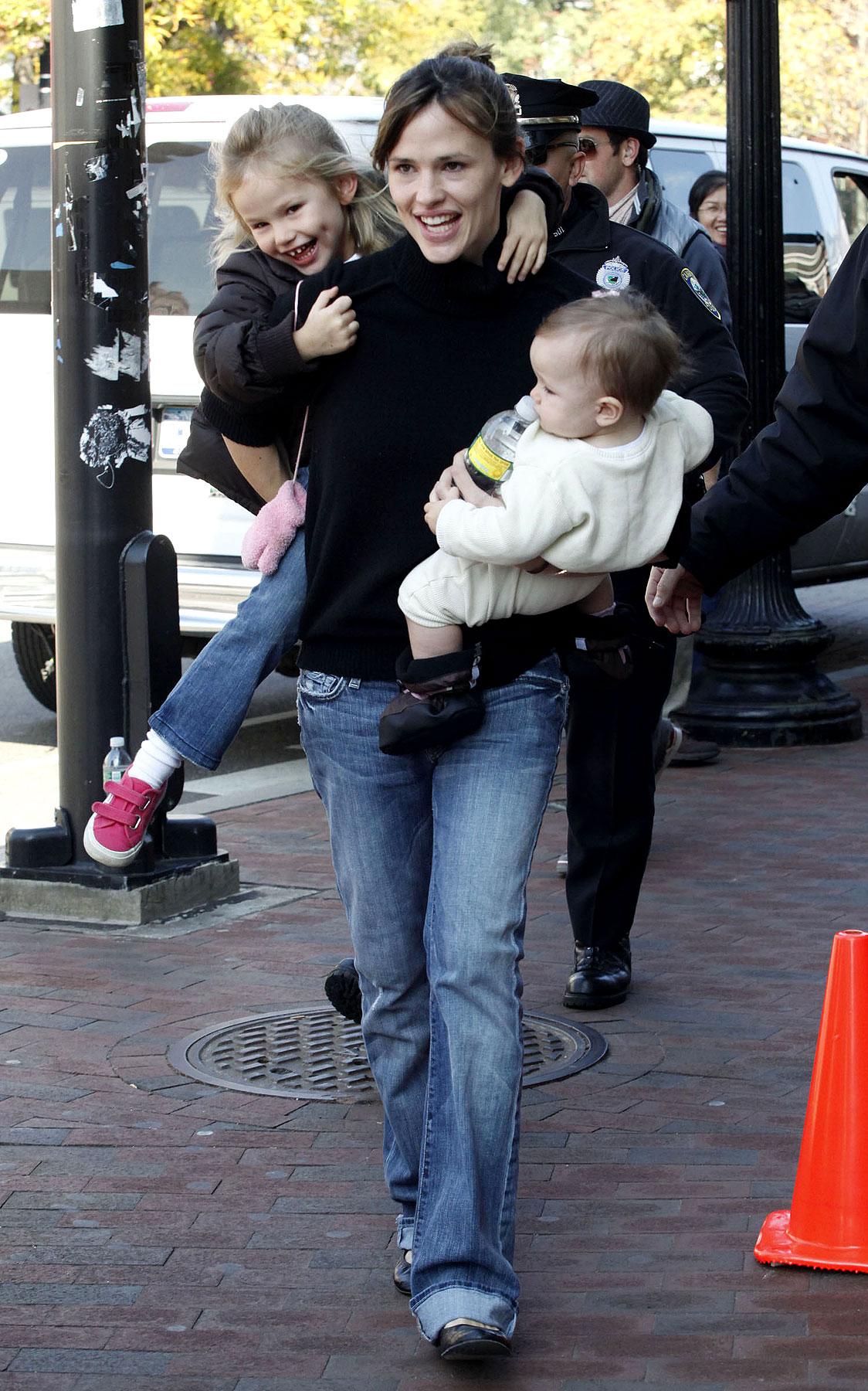 PHOTO GALLERY: Jennifer Garner is Super Mom
