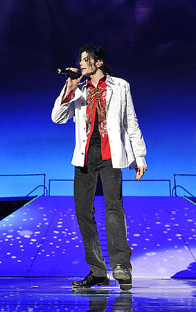 PHOTO GALLERY: Sneak Peek at Michael Jackson's This Is It