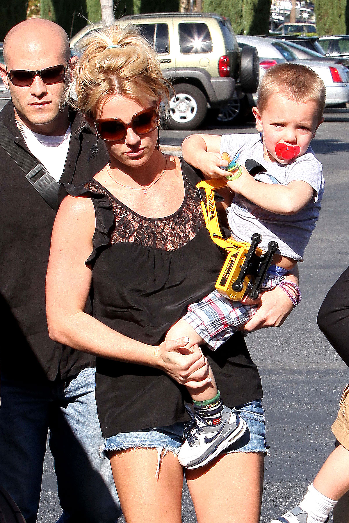 PHOTO GALLERY: Britney and Sons See a Movie