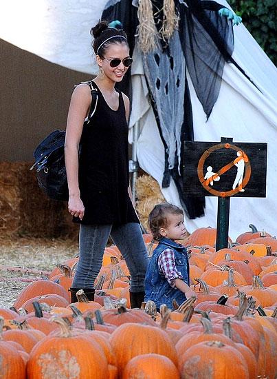 PHOTO GALLERY: Jessica Alba & Her Little Pumpkin