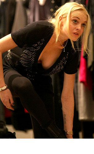 PHOTO GALLERY: Lindsay Lohan Shops & Hangs Out