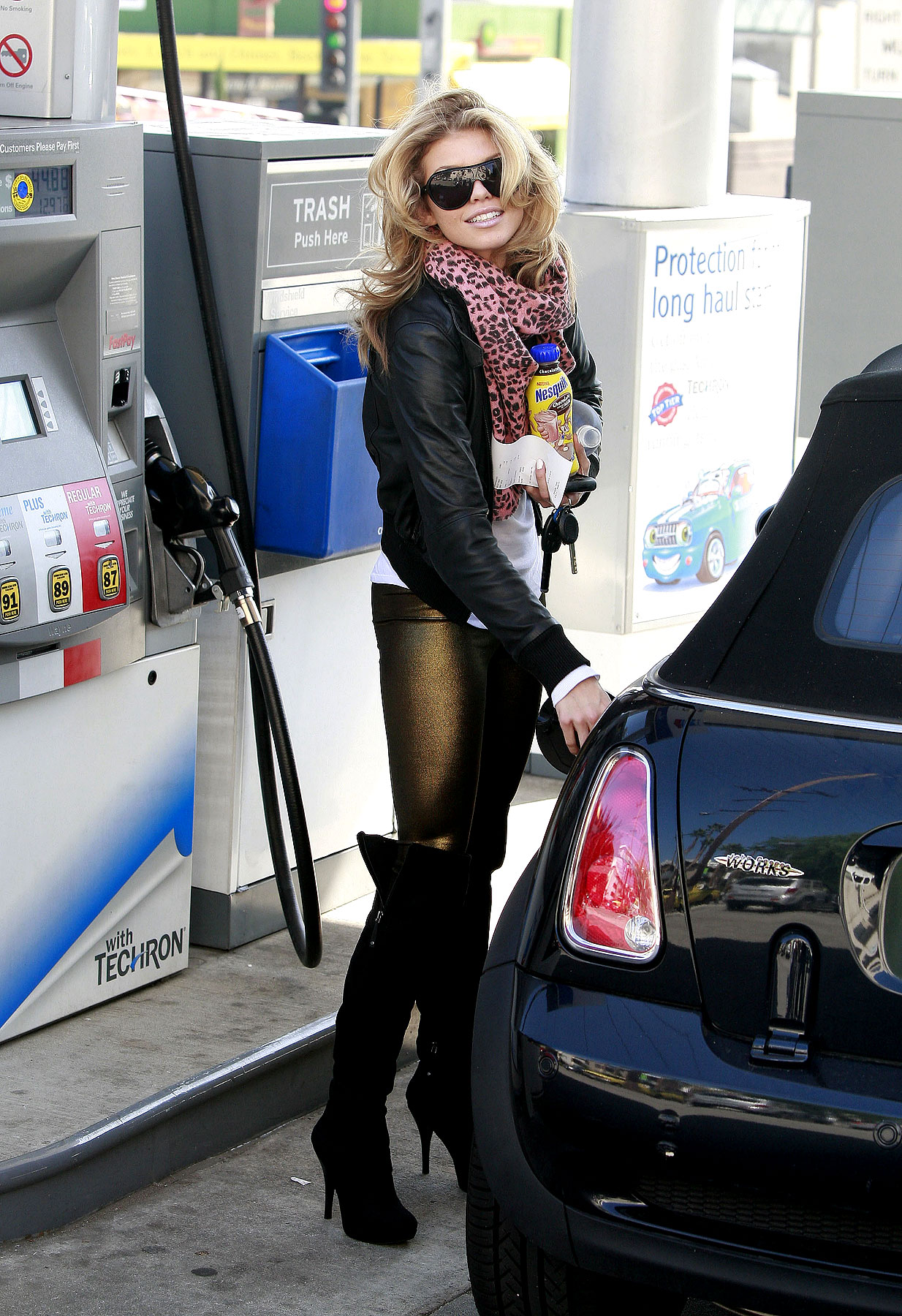 PHOTO GALLERY: AnnaLynne McCord Makes Pumping Gas Look Good