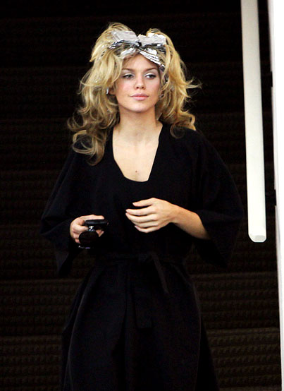 PHOTO GALLERY: AnnaLynne McCord Gets Her Hair Done