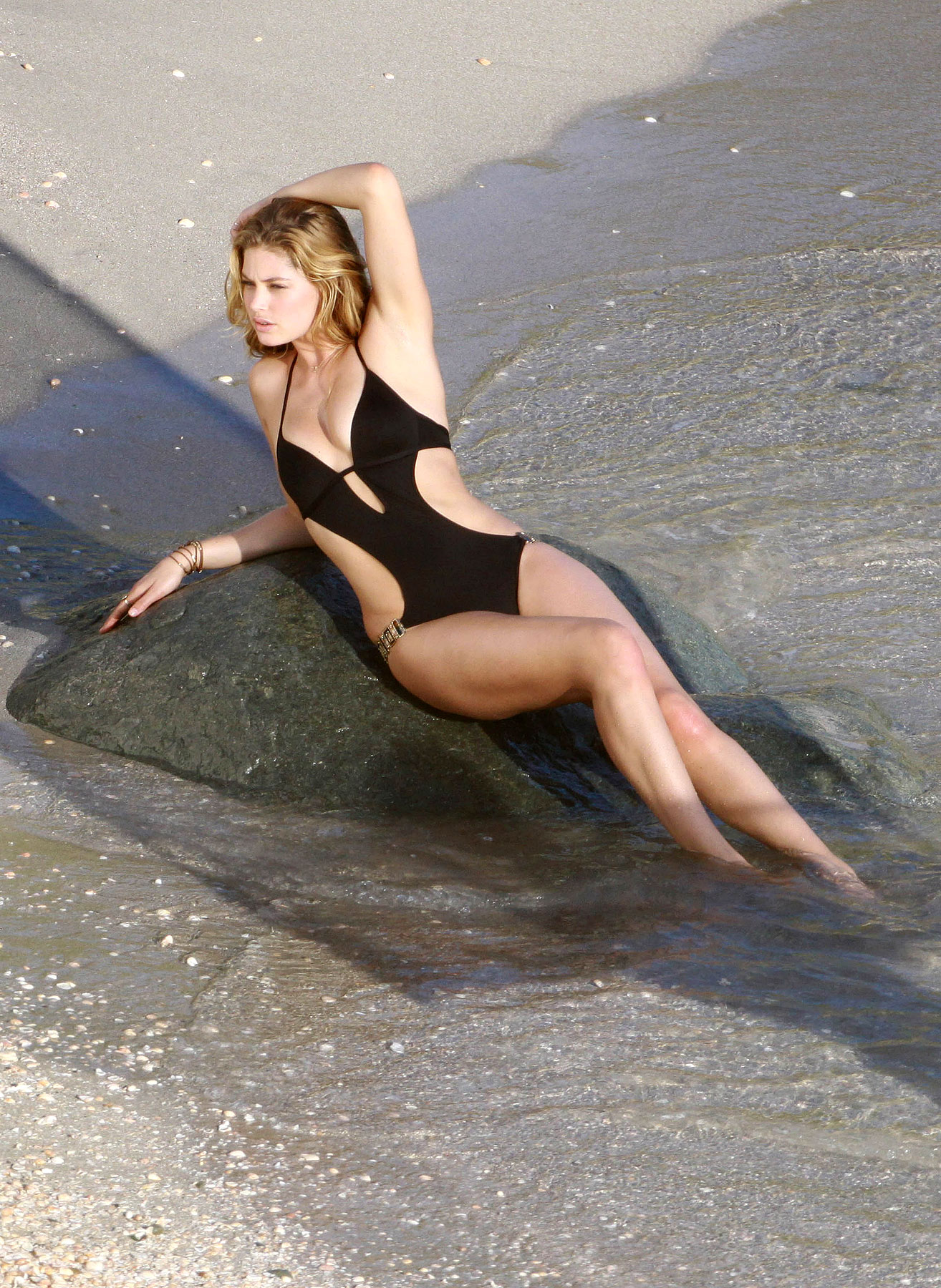 PHOTO GALLERY: Doutzen Kroes Models Swimsuits