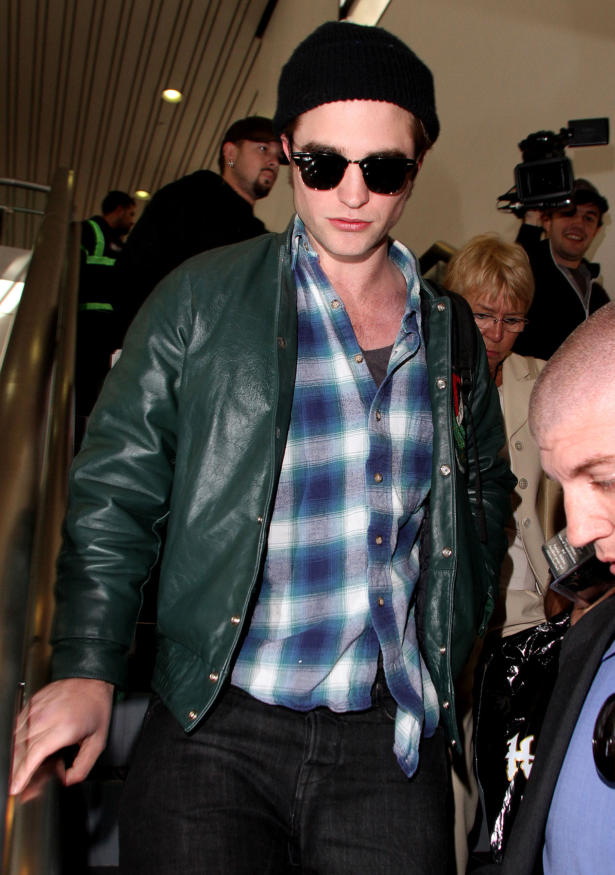 PHOTO GALLERY: Robert Pattinson Touches Down