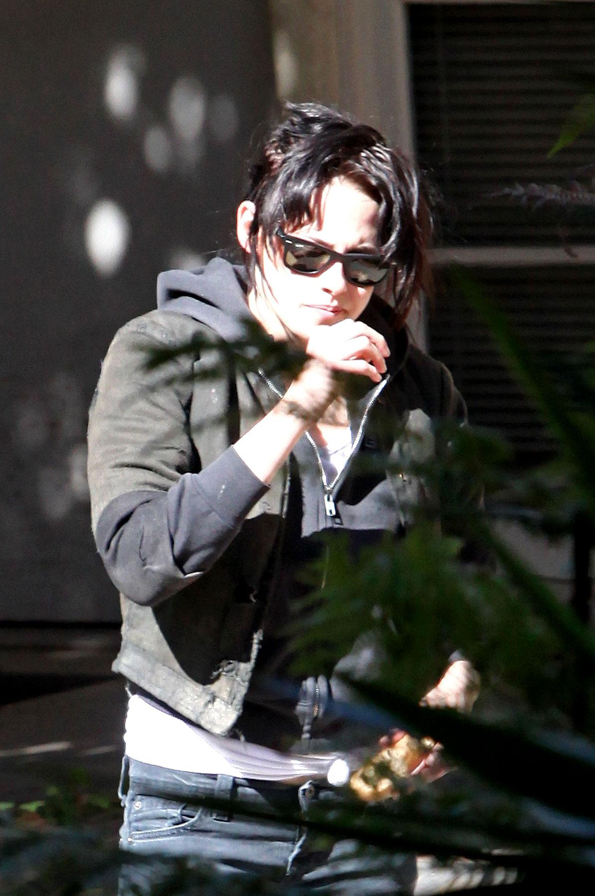 PHOTO GALLERY: Taylor Lautner & Kristen Stewart Screen 'New Moon'