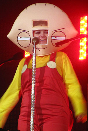 VIDEO: Kelly Clarkson's So Stewie!