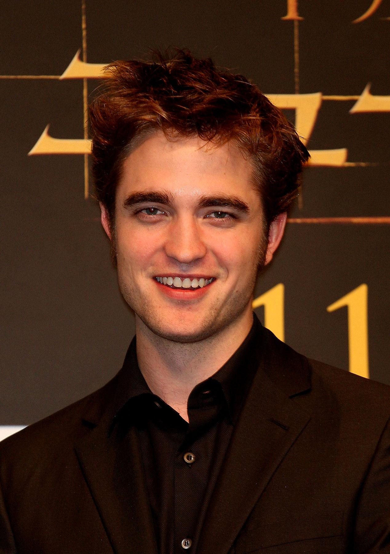 PHOTO GALLERY: Robert Pattinson's Tokyo Press Conference