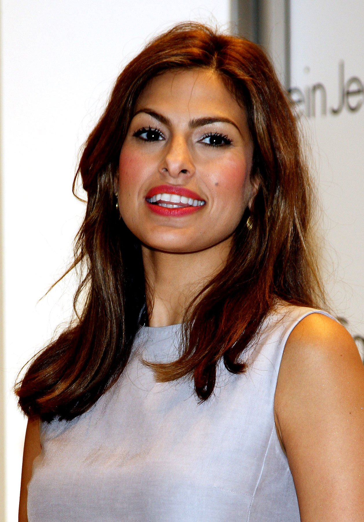 PHOTO GALLERY: Eva Mendes Has Great Jeans