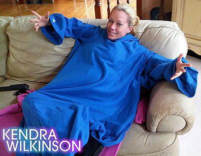 Kendra Wilkinson Gets Her Snuggie On!