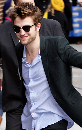 PHOTO GALLERY: Robert Pattinson at 'The Late Show'