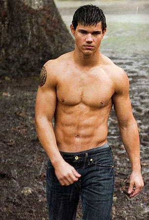 So How Shirtless Is Taylor Lautner In New Moon?