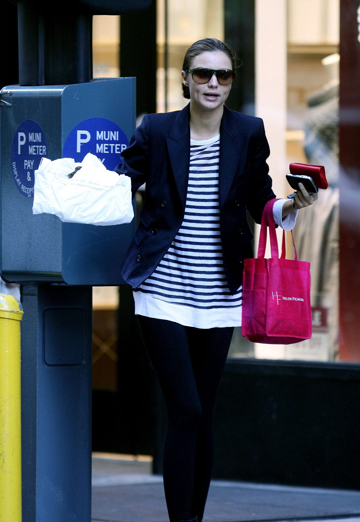 PHOTO GALLERY: Miranda Kerr Is Pooped