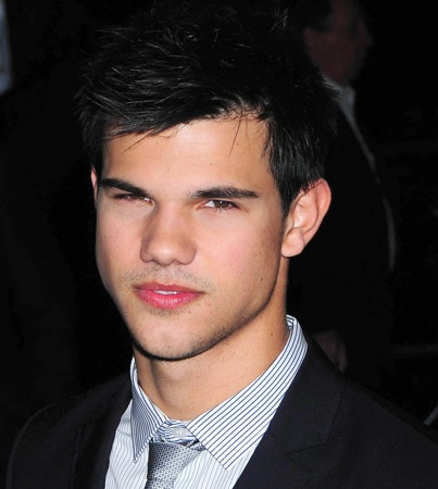 VIDEO: Taylor Lautner Does Regis and Kelly