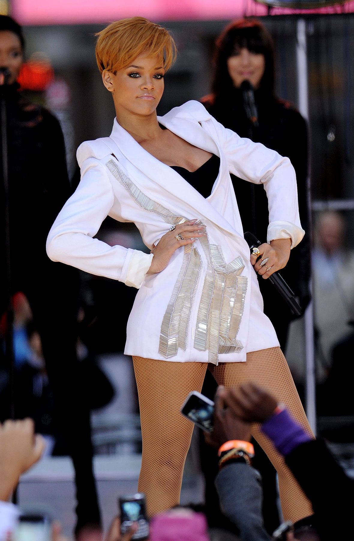 PHOTO GALLERY: Rihanna Performs Without Pants