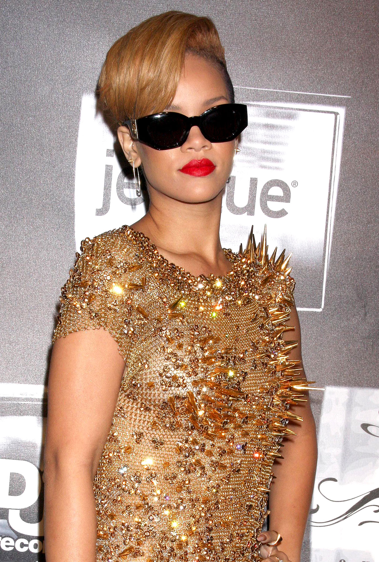 "PHOTO GALLERY: Rihanna's Wardrobe to the World: ""U Can't Touch This"""