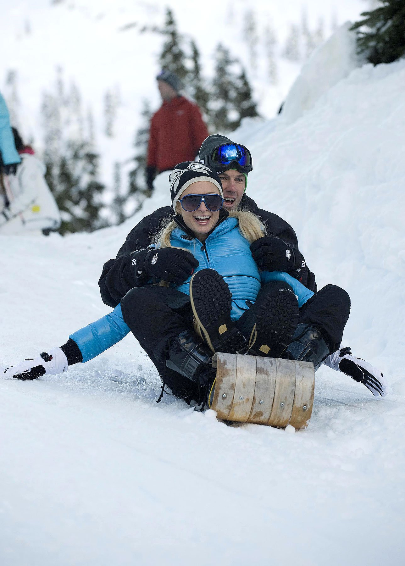 Paris Hilton Manages To Keep Her Clothes On In Harsh Canadian Climate (PHOTOS)