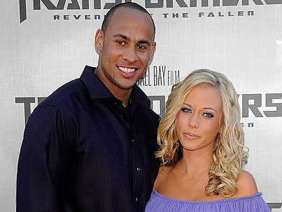 Kendra Wilkinson Gives Birth to a Son