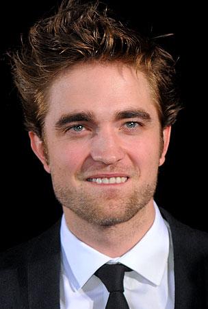 Robert Pattinson Injured in Tragic Flossing Accident!