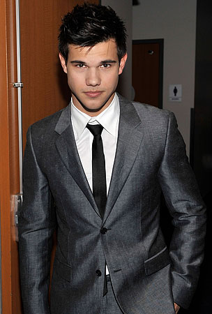 Taylor Lautner's Abs Survive Internet Death Hoax!