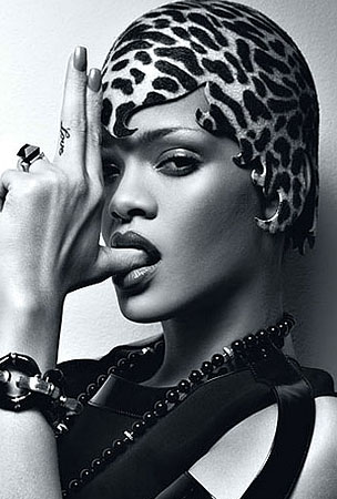 Rihanna's Head Has Been Attacked by a Spotted Jellyfish (PHOTOS)