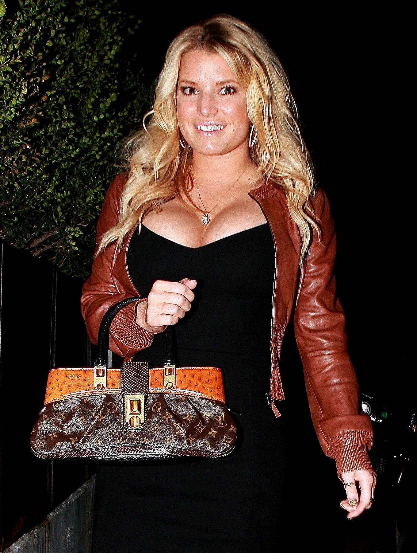 Jessica Simpson's Breasts Are Trying To Swallow Her Head (PHOTOS)