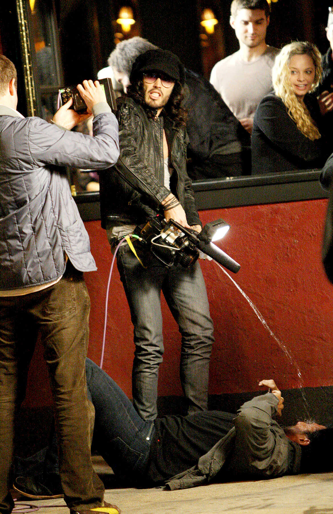 Russell Brand Peeing on Paparazzi: What Up With That? (PHOTOS)