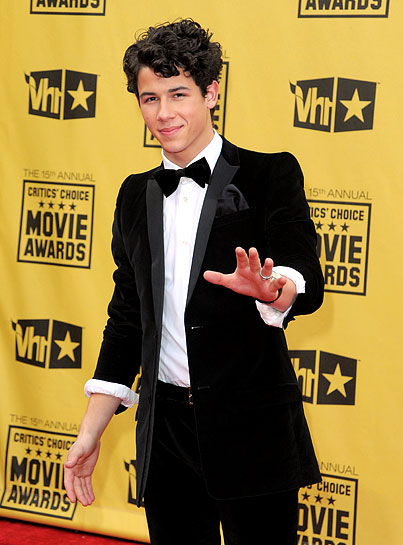 Nick Jonas Gets all Tuxed Up at 2010 Critics' Choice Awards (PHOTOS)