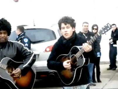 Nick Jonas Sings for Fans, Spare Change in Parking Lot (VIDEO)