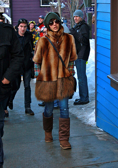 Jessica Alba Fails to Go Unnoticed at the Sundance Film Festival (PHOTOS)