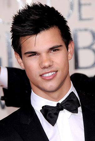 Taylor Lautner's Abs Turn 18, Worldwide Panic Erupts