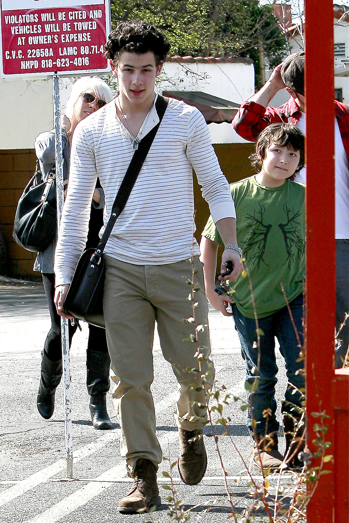 Nick Jonas Takes Frankie to Lunch (PHOTOS)