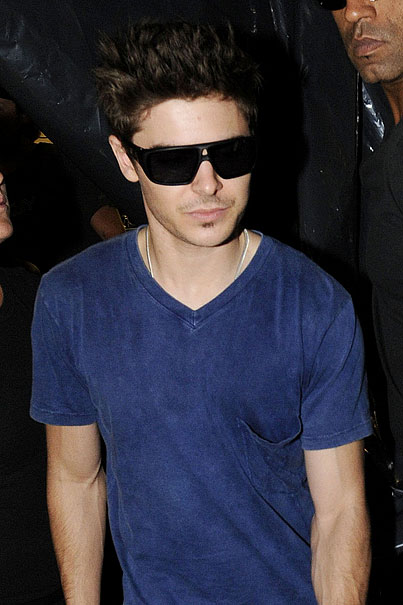 Zac Efron's Soul Patch Is Bringing Beatnik Back (PHOTOS)