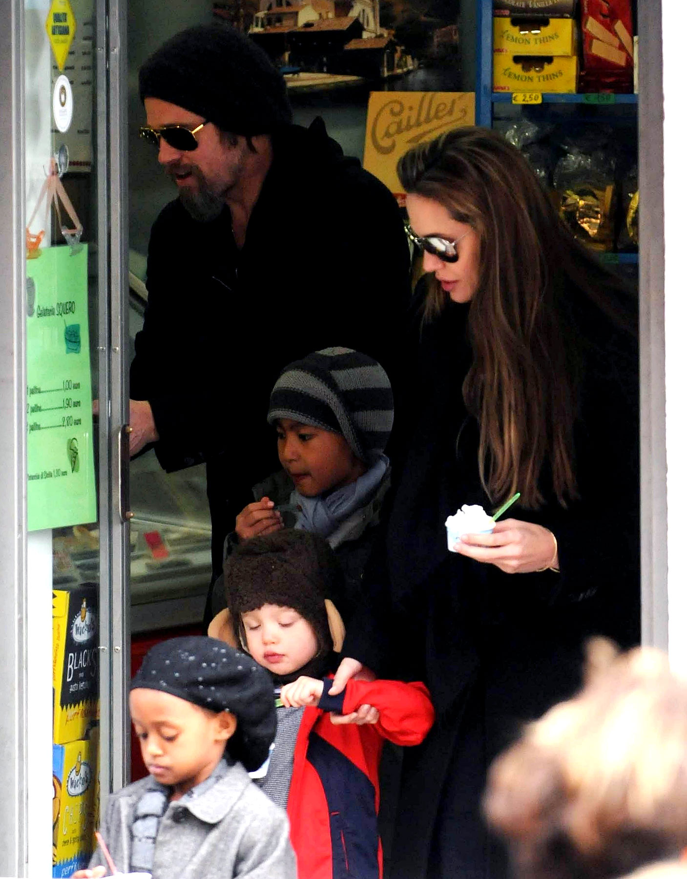 Brad Pitt and Angelina Jolie Take The Kids To Venice, Prove That Everything Is Okay