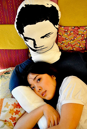 You're Totally Gonna Marry This Robert Pattinson Pillow