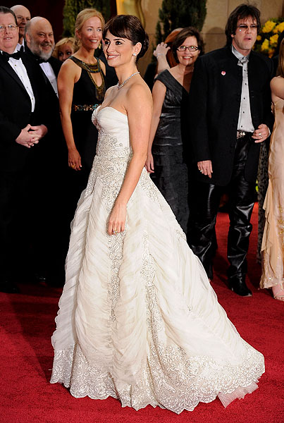 Celebs Turn the Red Carpet Into a White Wedding (PHOTOS)