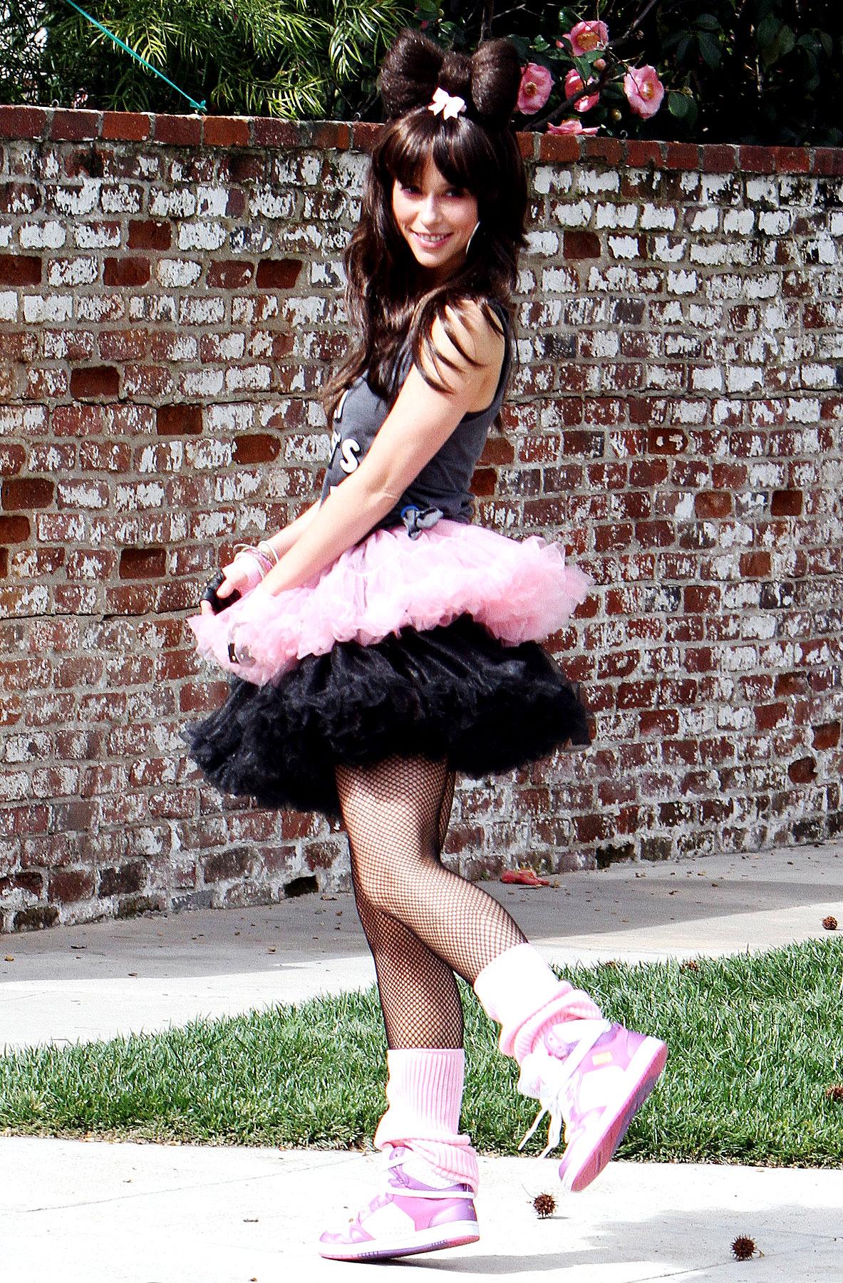 Jennifer Love Hewitt Celebrates Her Birthday By Dressing Crazy Again (PHOTOS)
