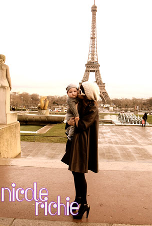 Nicole Richie and Sparrow Give Paris the Big Kiss-Off