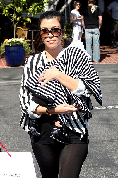 If You Relax Your Eyes, You Can See Kourtney Kardashian's Baby (PHOTOS)