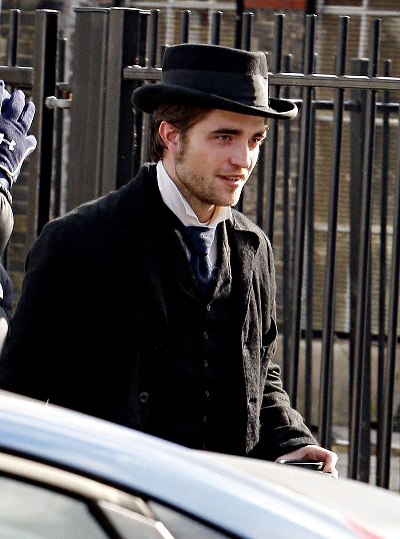 OMG First Photos of Robert Pattinson In Bel Ami! (PHOTOS)