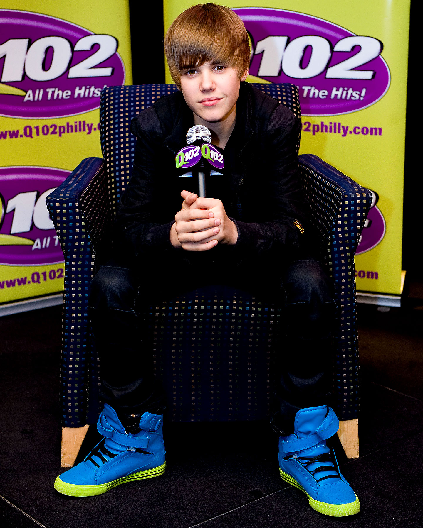Baby Biebs And His Bright Blue Feet Spotted In Pennsylvania (PHOTOS)