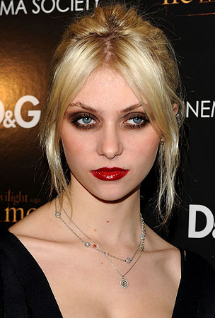 Taylor Momsen Will Show Everyone How Cool Smoking Is Whether We Like It Or Not