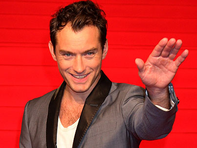 "Jude Law Doesn't Want To Spoil Lovechild With ""Parenting"""