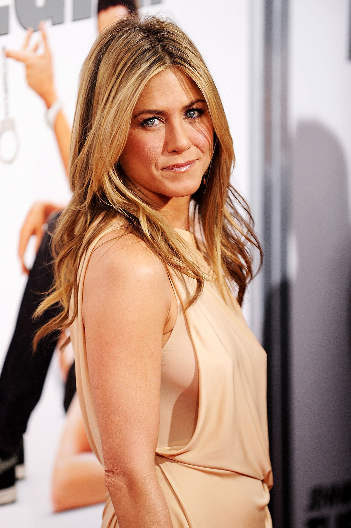 Jennifer Aniston Goes Braless For 'Bounty Hunter' (PHOTOS)