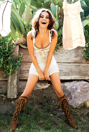 Mila Kunis Somehow Makes Even Laundry Seem Sexy (PHOTOS)