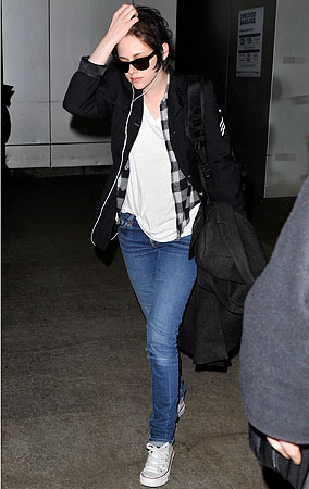 Kristen Stewart Returns To LA Without Her Smile (PHOTOS)
