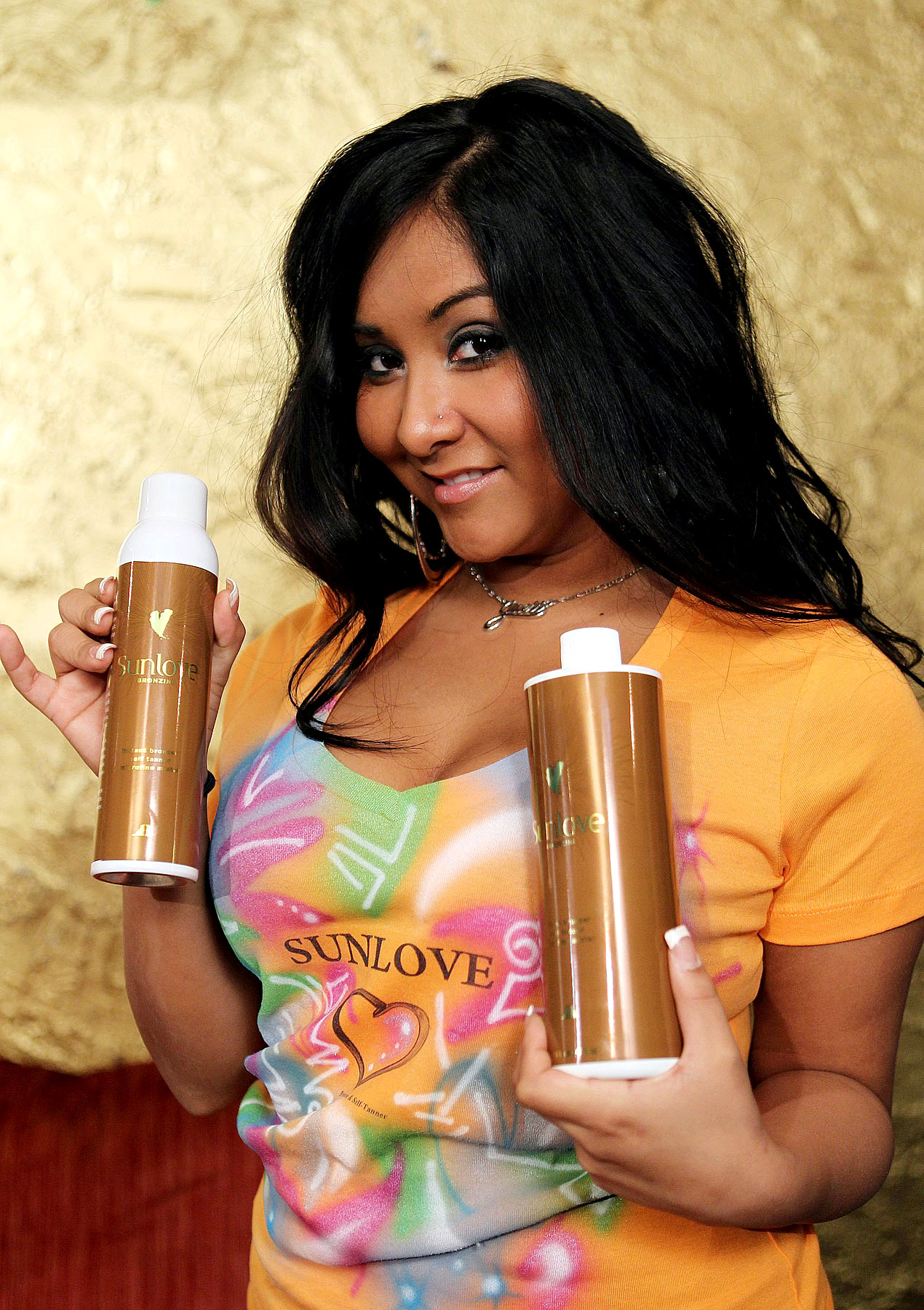 Snooki Finds True Calling In Peddling Self-Tanning Lotion (PHOTOS)
