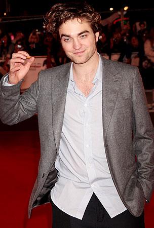Robert Pattinson Admits That He Hits Like A Girl