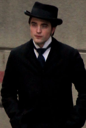 Robert Pattinson Continues to Enchant and Delight Us All on the 'Bel Ami' Set (PHOTOS)