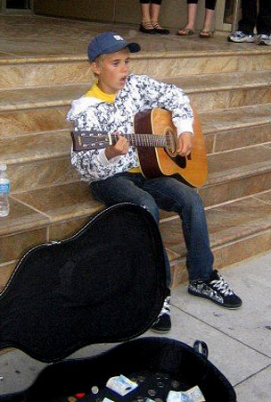 Justin Bieber Was Winning Our Hearts Even When He Was A Tween Street Performer (VIDEO)